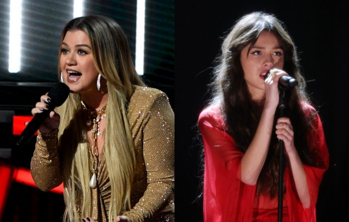 Watch Kelly Clarkson Deliver A Powerful Cover Of Olivia Rodrigo's 'Drivers License'