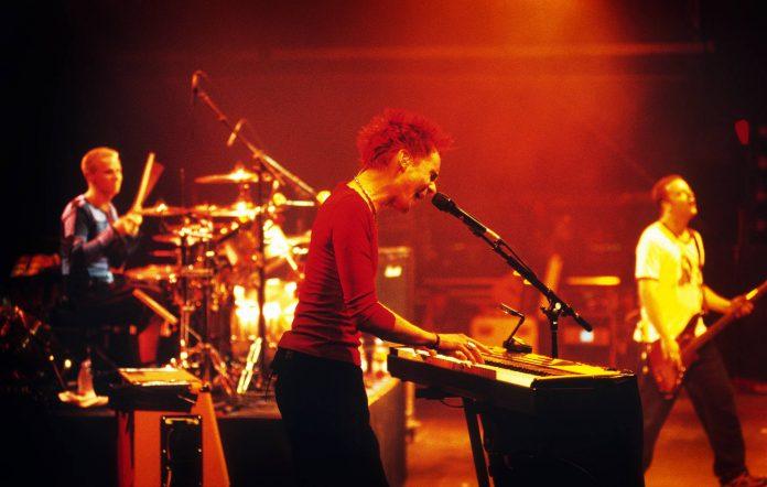 Muse, Matthew Bellamy, Christopher Wolstenholme, Dominic Howard, Pukkelpop Festival, Hasselt, Belgium, 25/08/2001. (Photo by Gie Knaeps/Getty Images)