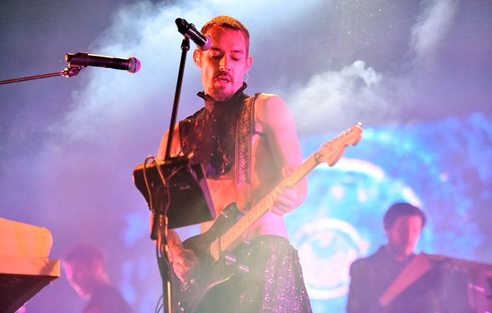 Daniel Johns performing with DREAMS in 2018