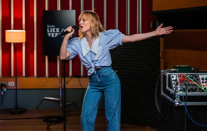 Gretta Ray covers Gang Of Youths for Like A Version