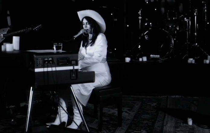 Isabella Manfredi performs 'Sleepwalking'