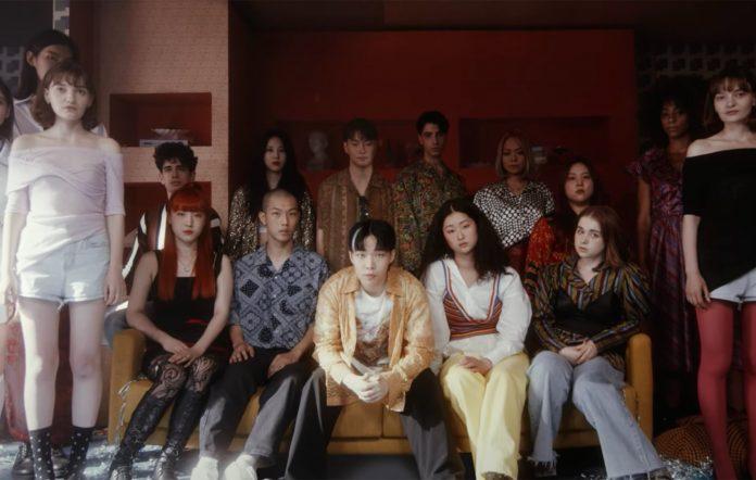 AKMU Nakka music video