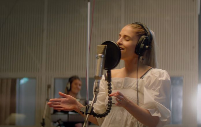 Hannah Reid of London Grammar performing 'Lord It's A Feeling' at Abbey Road Studios. Source: YouTube