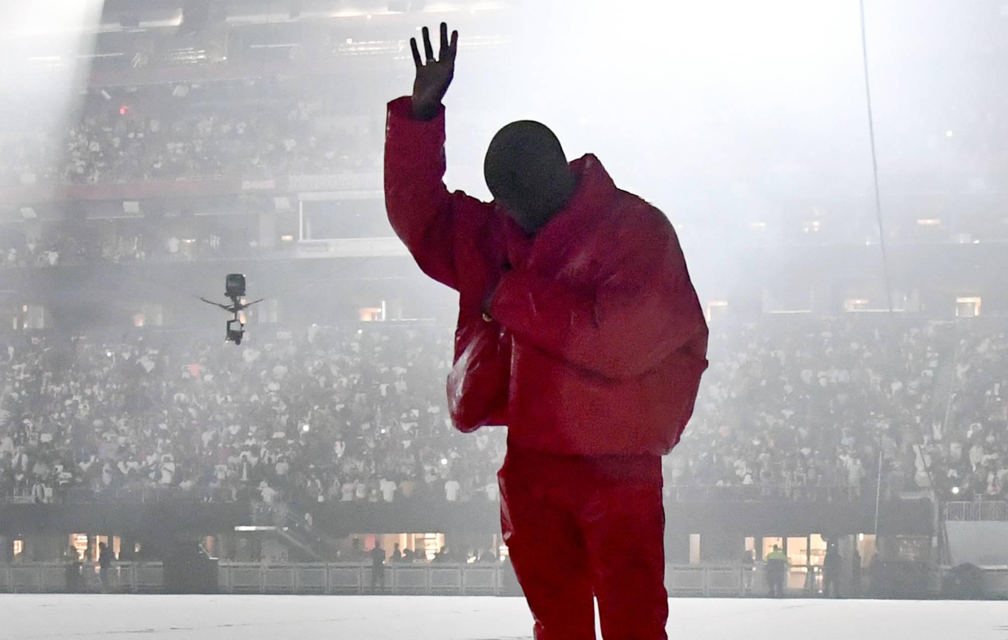Watch Kanye West perform 'Runaway' and 'Flashing Lights' at Italian wedding