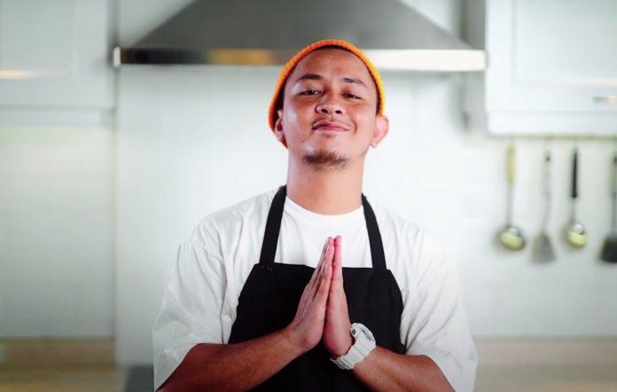 Tuan Tigabelas in the 'Ooh La La' music video
