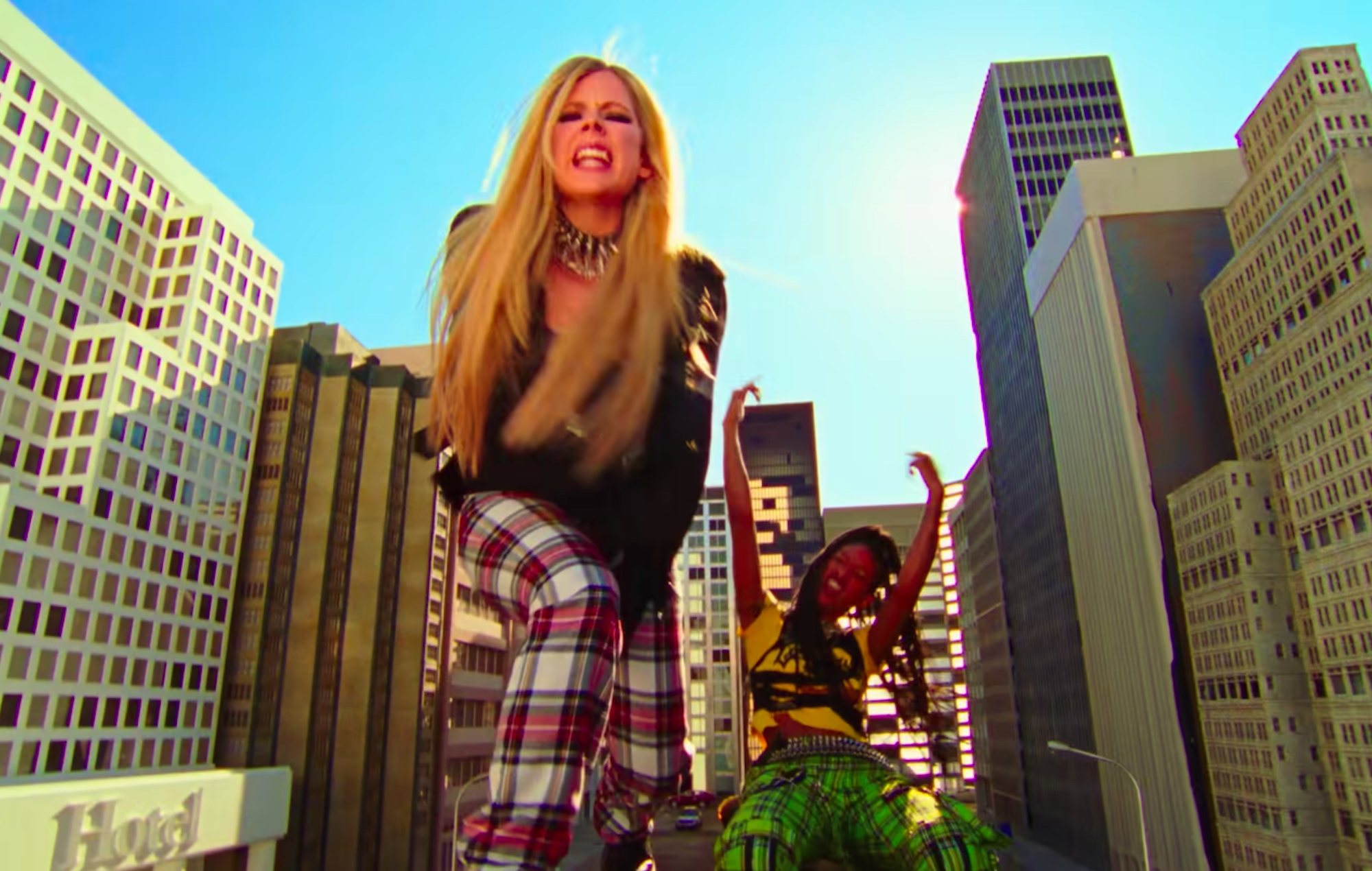 Avril Lavigne and Willow in the 'Grow' video