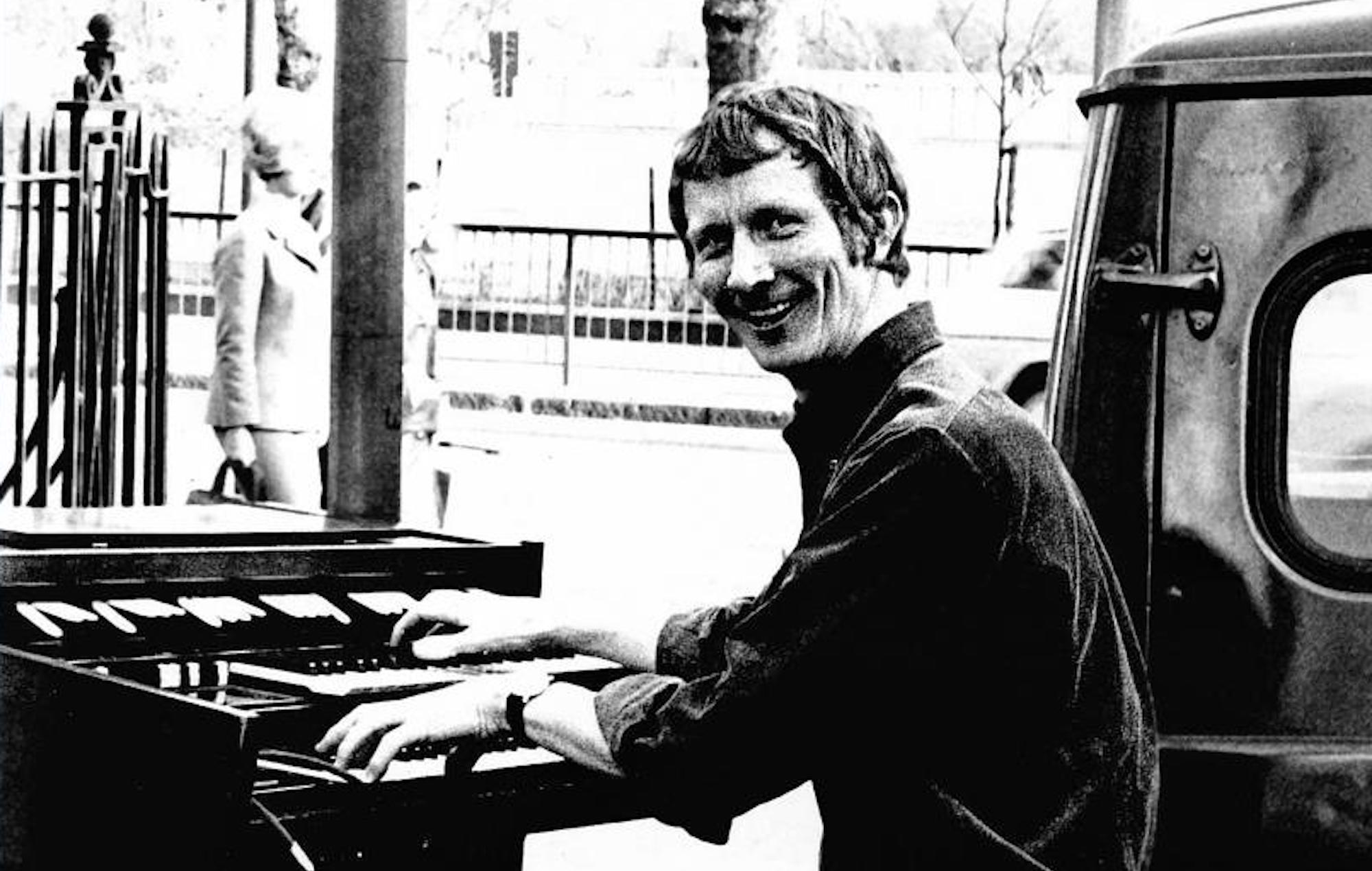 COSMO  'Countdown' and 'Grange Hill' composer Alan Hawkshaw dies aged 84